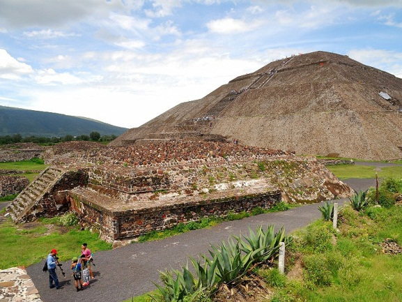 Teotihuacán (Pyramiden nahe Mexiko Stadt)